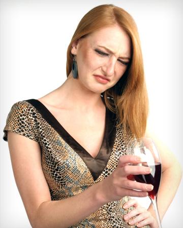 woman-drinking-bad-wine-vert_jnnnly